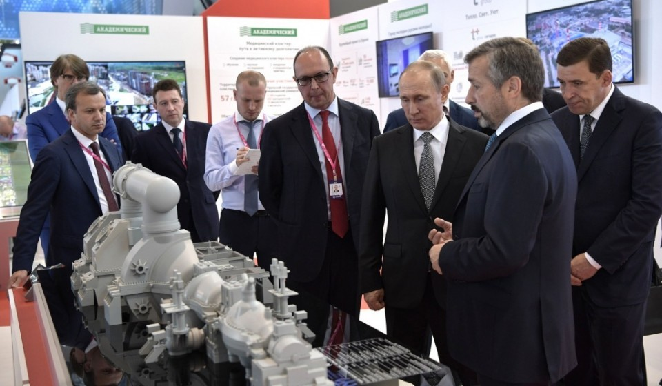 mikhail Lifshitz, Chairman of the Board of Directors, at ROTEC, showed Vladimir Putin the new power industry technologies that have been developed for the country - фото - 1